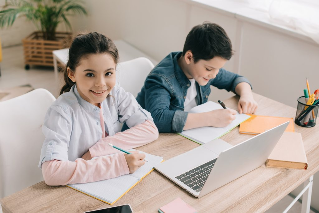 homeschooling vs public schooling - which is best for you and your family? Learn from a mom who  has done both and find out the pros and cons to each type of education.